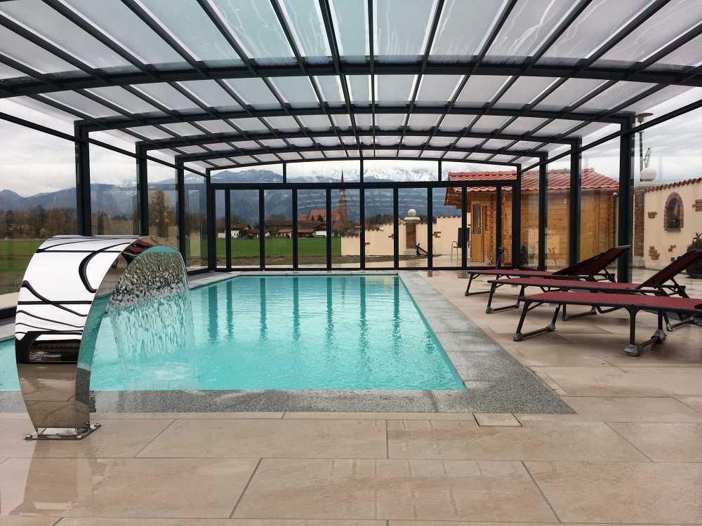 Poolbau am Chiemsee, Innenansicht bei geschlossener Poolhalle inkl. Schwalldusche